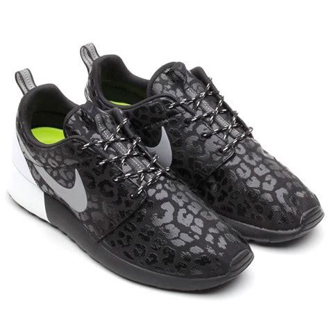 Running Shoes Nike Rosherun Black White price 63 nike wmns rosherun roshe run premium glow in the leopard print pack 525321 001