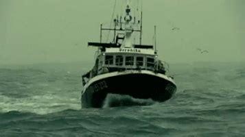 boat crash tosh 0 boat crash gifs find share on giphy