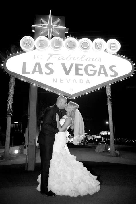 Best 25  Vegas wedding dresses ideas on Pinterest   Short