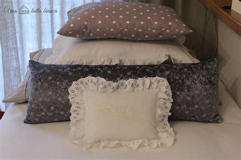 con un cuscino una casa tutta cuscini piccoli cuscini