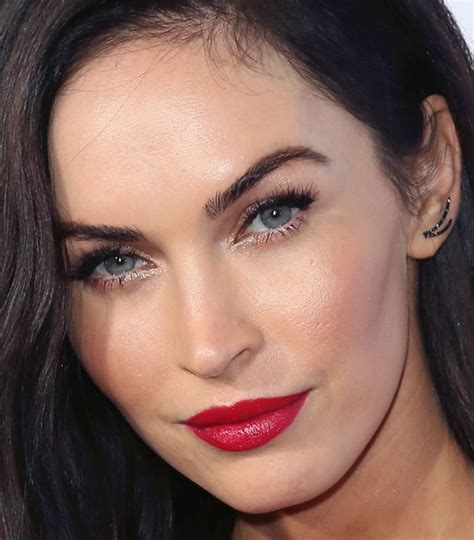 megan foxs makeup how to get her skin bold lip exact look can you wear red lips with a red dress megan fox did