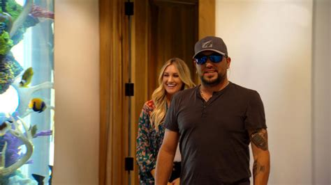 jason aldean gets a big surprise from wife brittany on jason aldean gets surprise fish tank from wife brittany