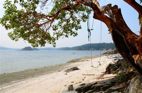 chocolate beach salt spring island beaches  lakes