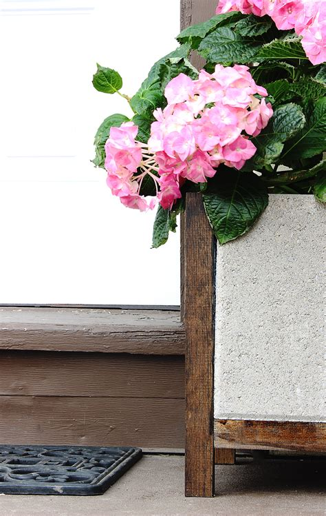 Paver Planters by Do It Herself Dih Paver Planter With Home Depot