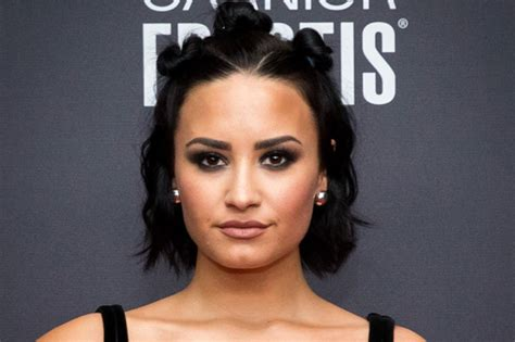 biography of demi lovato in english demi lovato height weight measurements net worth and