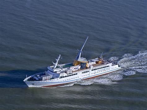 umweltfreundliche helgolandfaehre ms helgoland  cuxhaven
