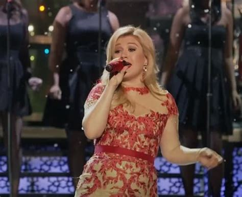kelly clarkson gets christmassy in her underneath the