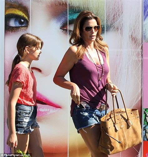 imgrock underage cindy crawford s model daughter kayla copies her mother s