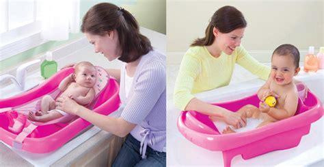 come fare il bagno al neonato accessori bagno neonato con fasciatoio cuddle u