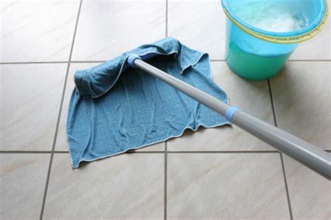 mopping bathroom floor مس احات الأرضيات منتجات تنظيف الأرضيات cleanipedia