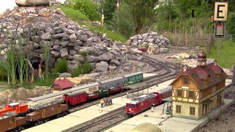 eisenbahn im garten eisenbahnspielen in freier natur garten und parkbahnen
