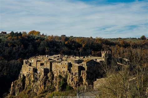 bagna subiaco calcata borgo antico su uno sperone di roccia tufacea