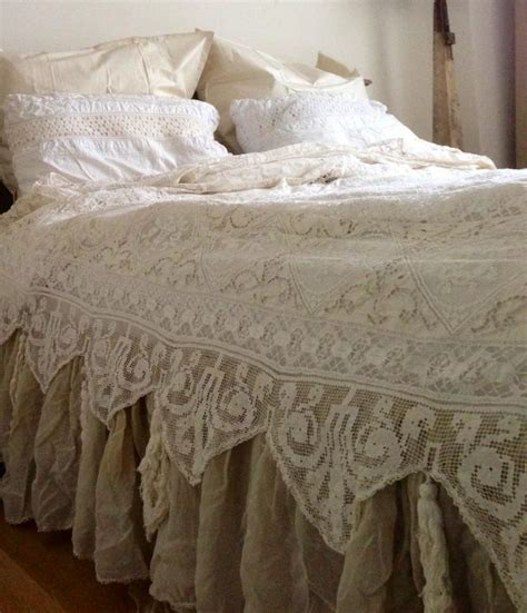 ruffled coverlet 25 best ideas about ruffle bedspread on pinterest