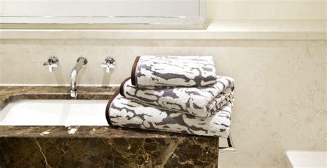 illuminazione per il bagno illuminazione per il bagno per un luminoso relax dalani