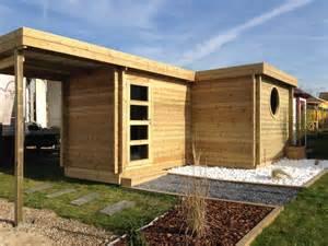 abri de jardin forme originale en l moderne toit