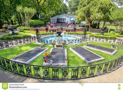 Site Garden Elvis And Parents Graceland Burial Site Editorial