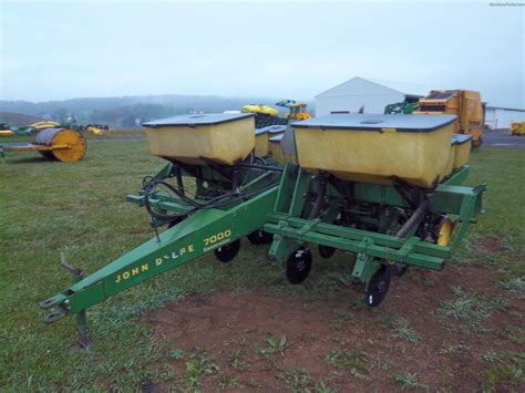 Tweet Deere 7000 Planter