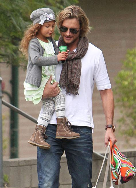 harry berry hairstyle gabriel aubry videos at abc news halle berry ordered to pay 20 000 per month child support