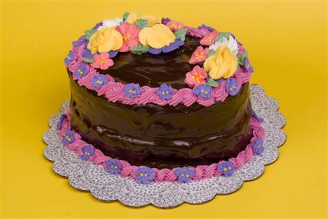 pasta di zucchero fiori torta al cioccolato decorata con fiori torte al cioccolato