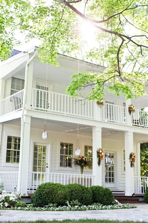 wrap around front porch best 25 plantation style homes ideas on