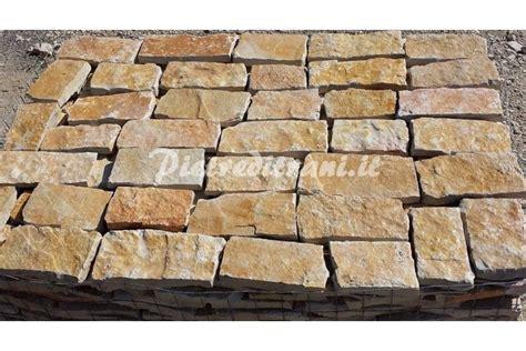 listelli per pavimenti listelli in pietra di trani restrosegata da rivestimento