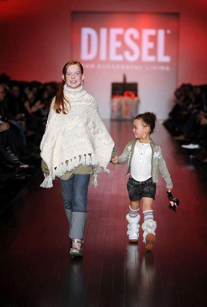 Jeanne Beker At Fashion Week 2008 канадская неделя моды в торонто toronto fashion week
