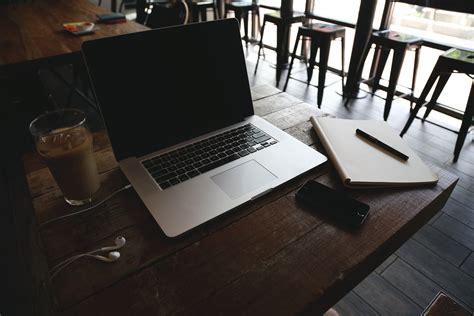 fotograf dizuestue iphone buero bilgisayar macbook