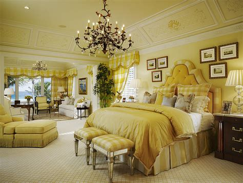 Bedrooms Painted Yellow by 10 Beautiful Master Bedrooms With Yellow Walls