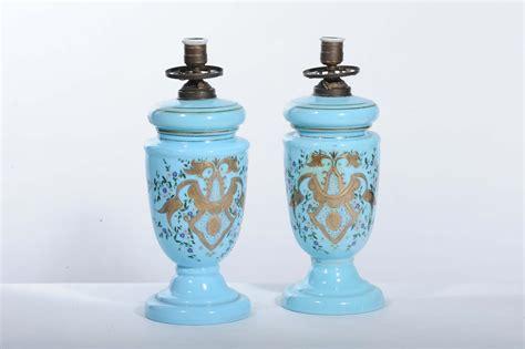 lade a petrolio antiche vendita coppia di lumi a petrolio in opalina azzurra
