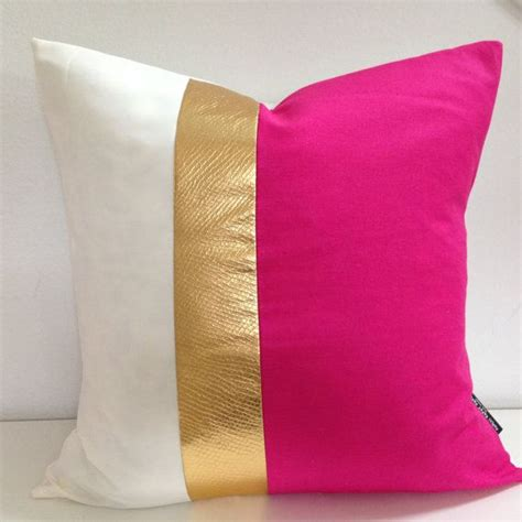 Decorative Pillows And Throws by 17 Best Ideas About Pink Throw Pillows On