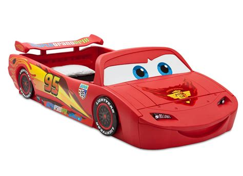 toddler race car bed amazon com delta children cars lightning mcqueen toddler to twin bed with lights and