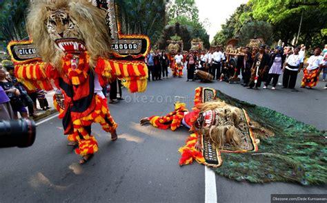 Keanekaragaman Budaya Di Indonesia Pamusuk Eneste Ed mahasiswa indonesia kenalkan budaya jawa timur di china sindikasi news okezone howldb