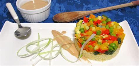 infinate cus cous cous con verdure croccanti e hummus di fagioli