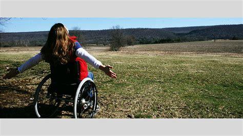 sclerosi multipla sedia a rotelle quot la cura per questa malattia 232 una dieta quot donna si rialza
