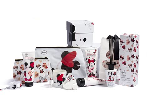 mickey minnie bathroom set mickey and minnie bathroom decor visionencarrera