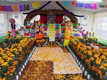 imagenes de altares de novenarios con papel calaveras altares y flores para llamar a los muertos en