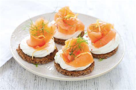 come cucinare le fette di salmone ricetta crostini al salmone affumicato cucchiaio d argento