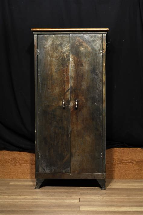 armoire metal armoire de metal et bois industrial storage 2 chance deco