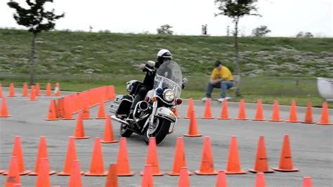 Motorrad Aus Dem Film Atemlos by Parkour Mit Dem Polizeimotorrad Auf Zeit Daglotz De