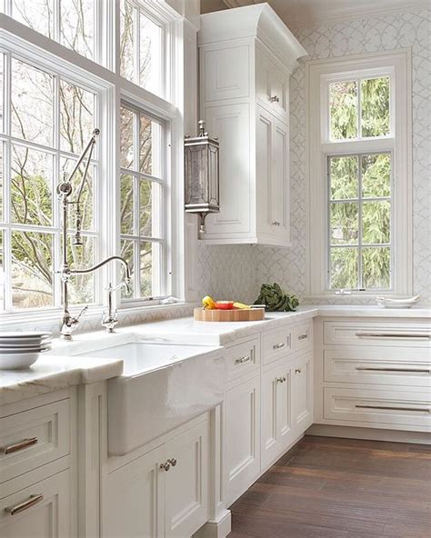 Classic Kitchen Cabinet Best 25 Classic White Kitchen Ideas On Pinterest Wood Floor Kitchen All White Kitchen And