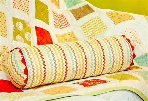 Diy Neck Roll Pillow by Diy Neck Roll Pillow Sewing Or Something Like It