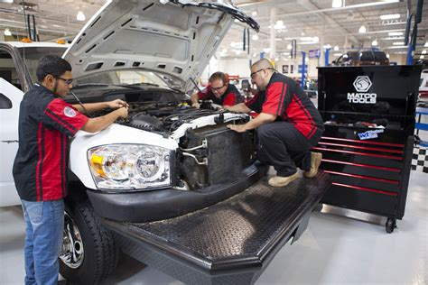 Auto Mechanic Requirements by What Does An Auto Mechanic Do Automotives Solutions