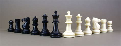 Chess Set file chess set jpg wikimedia commons