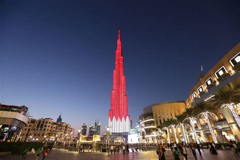 natuonal day burj khalifa draped in bahrain national flag colours to celebrate the country s