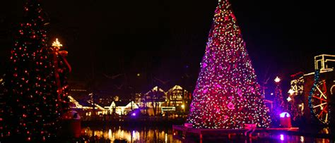 pigeon forge christmas lights christmas at dollywood guide lights shows and schedule