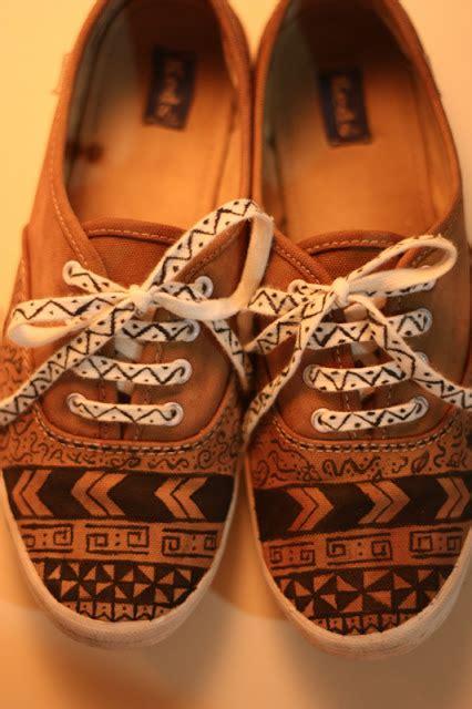 Tribal Pattern Shoes | diy tribal shoes bigdiyideas com