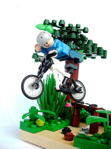 Lego Bike 1 downhill vignette which presents downhill