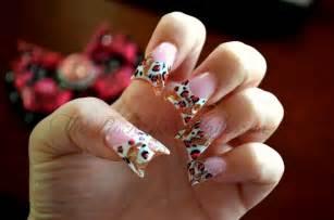hint fall acrylic nails