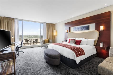 suites with in room auckland hotel rooms crowne plaza auckland hotel