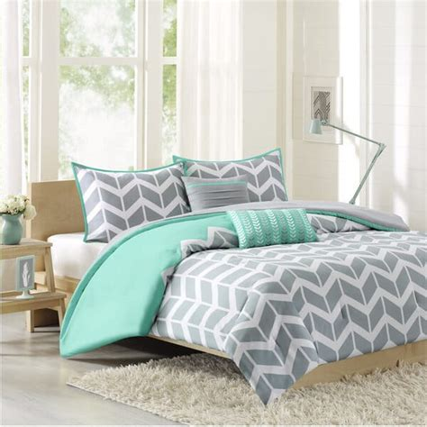 Comforter Vs Comforter by Duvet Vs Comforter What S Best For Your Bed Overstock
